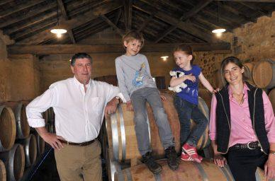 chateau-clarisse-famille-barrique-oenotourisme-vin-rouge-visite-degustation-puisseguin-saint-emilion-bordeaux-
