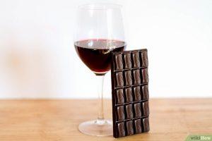 Verre de vin rouge et chocolat noir