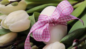 Les oeufs de Pâques déposés par les cloches