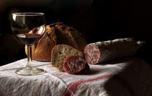 charcuterie saucisson vin rouge