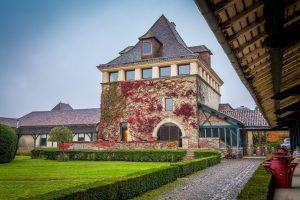 Extérieur des Châteaux Montus et Bouscassé