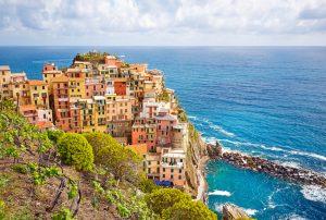 Le vignoble de Cinque Terre sur une falaise