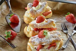 Eclairs aux fraises à la crème