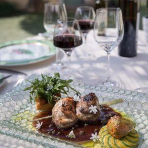 Brochettes de caille et son vin rouge